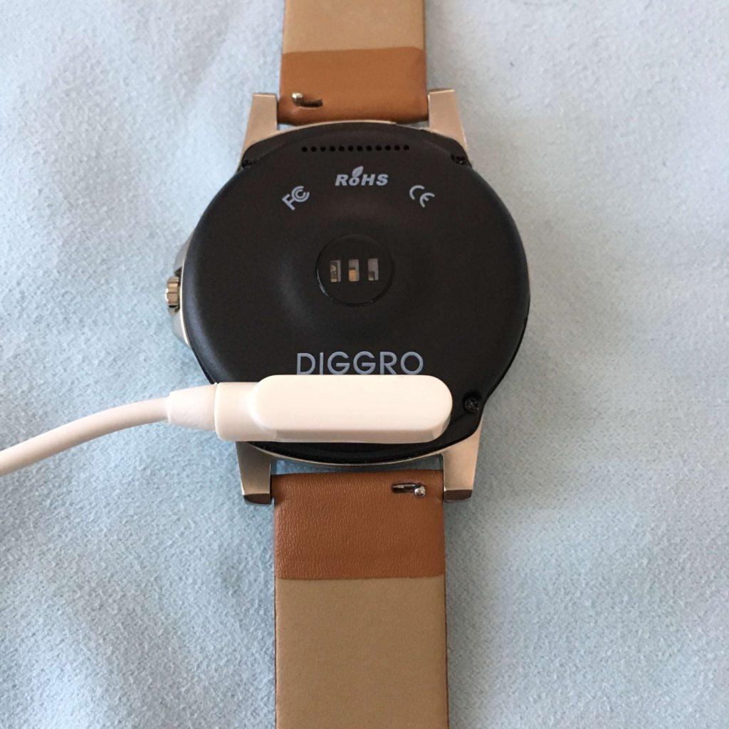 Diggro DI03 Plus充電時の様子