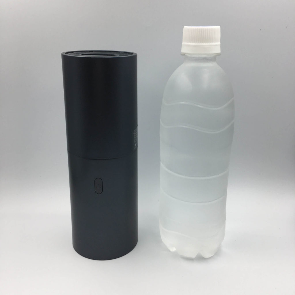 wowotoハンディクリーナーとペットボトルの比較