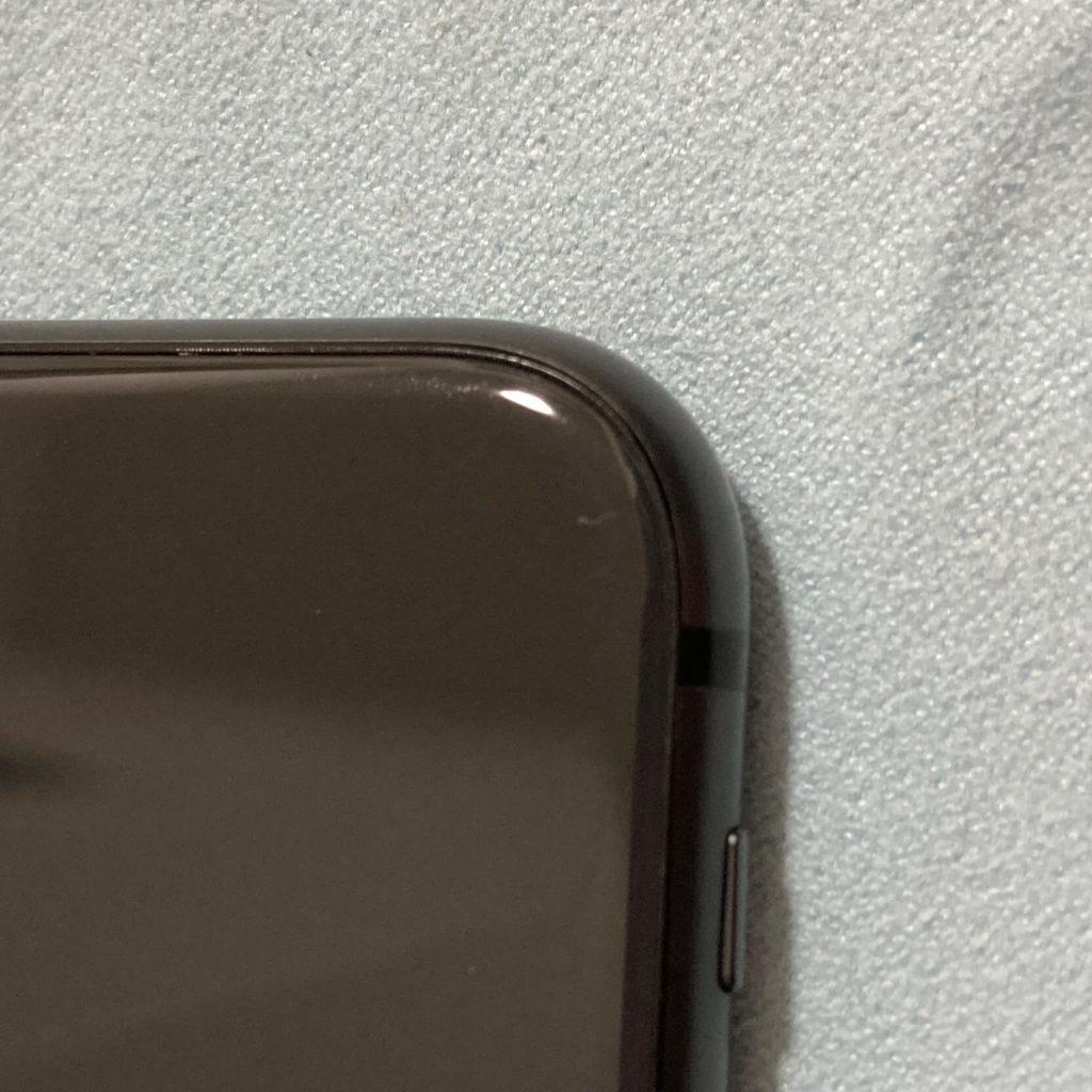 iPhone 8の背面ガラスに入ったヒビ②