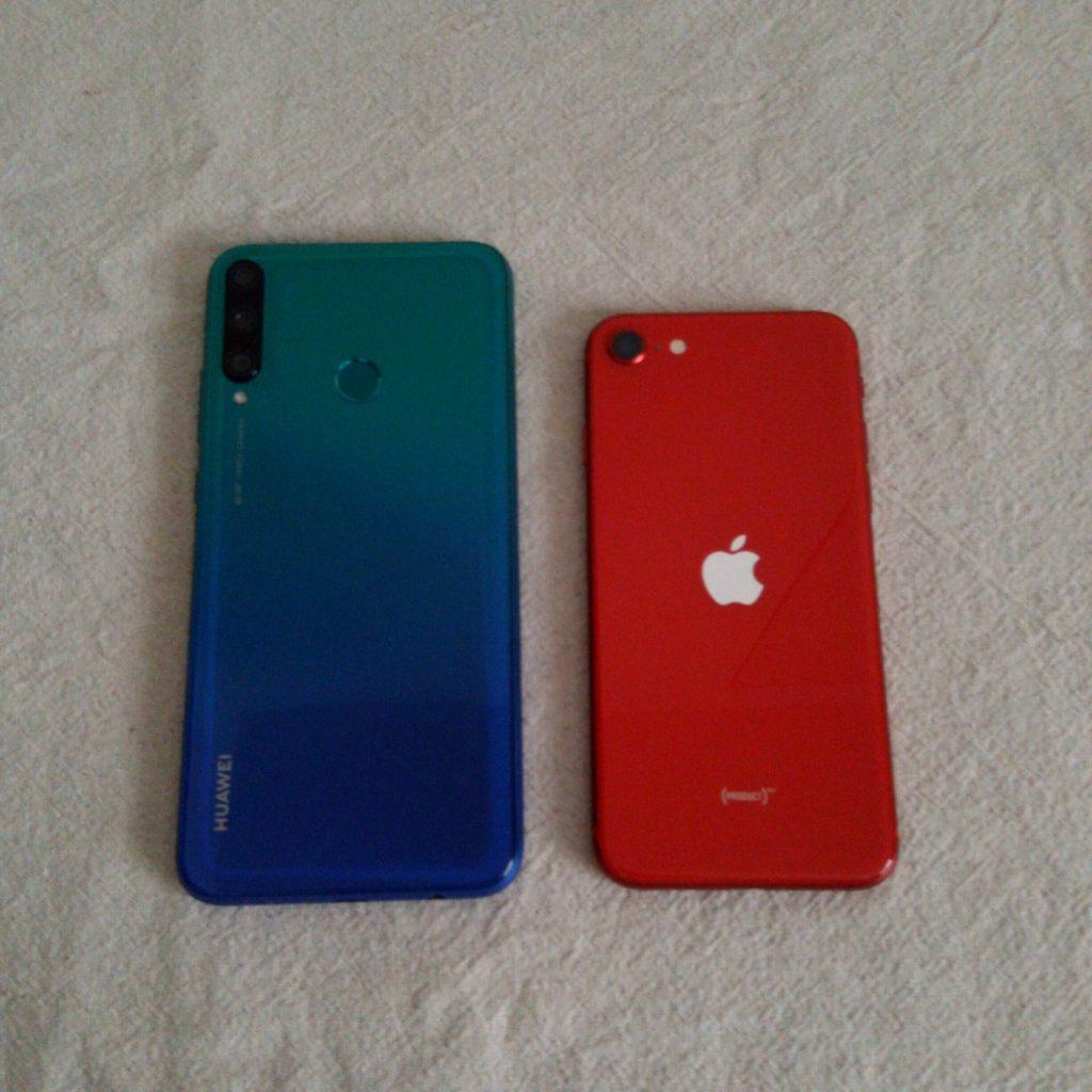 P40 lite EとiPhone SEのサイズ比較①