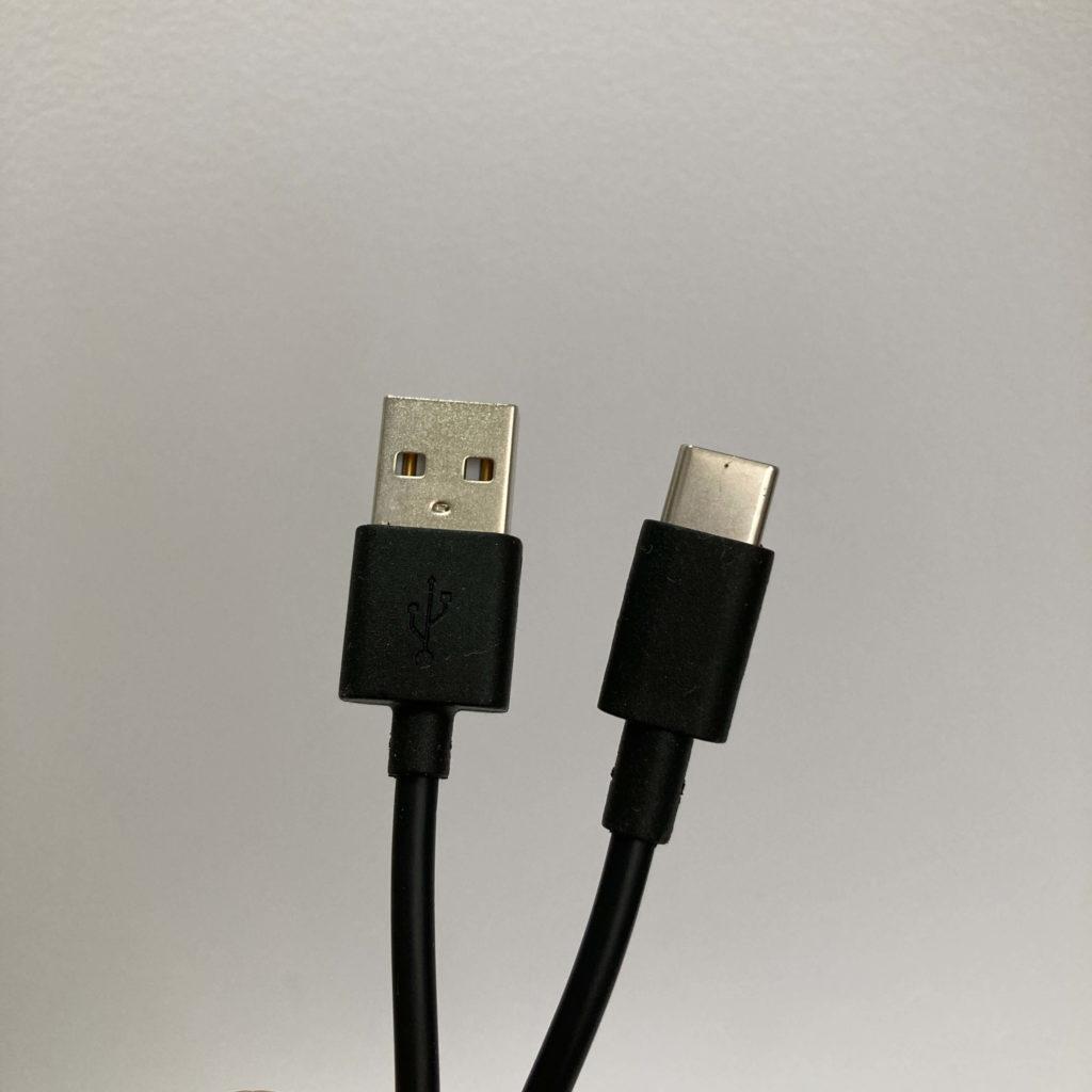 付属の充電ケーブル