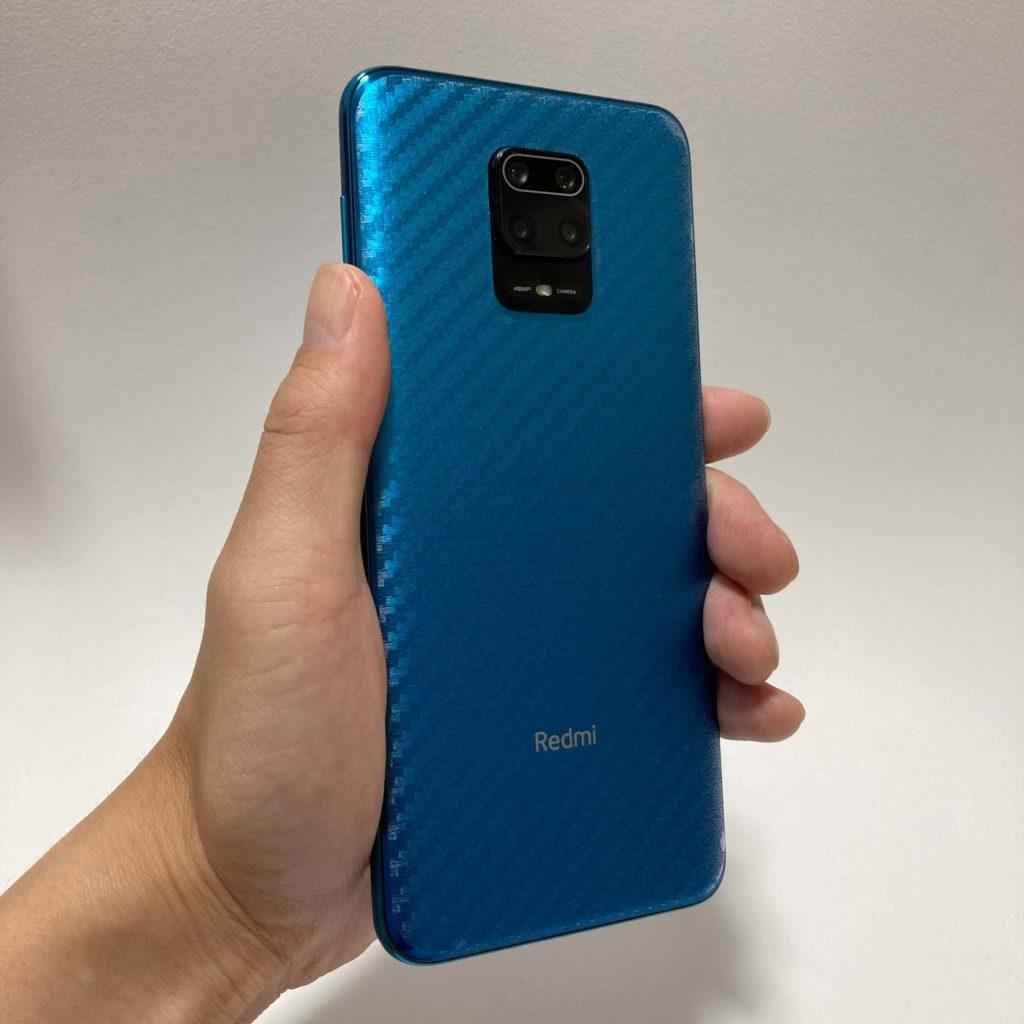 背面保護フィルムを装着したRedmi Note 9S