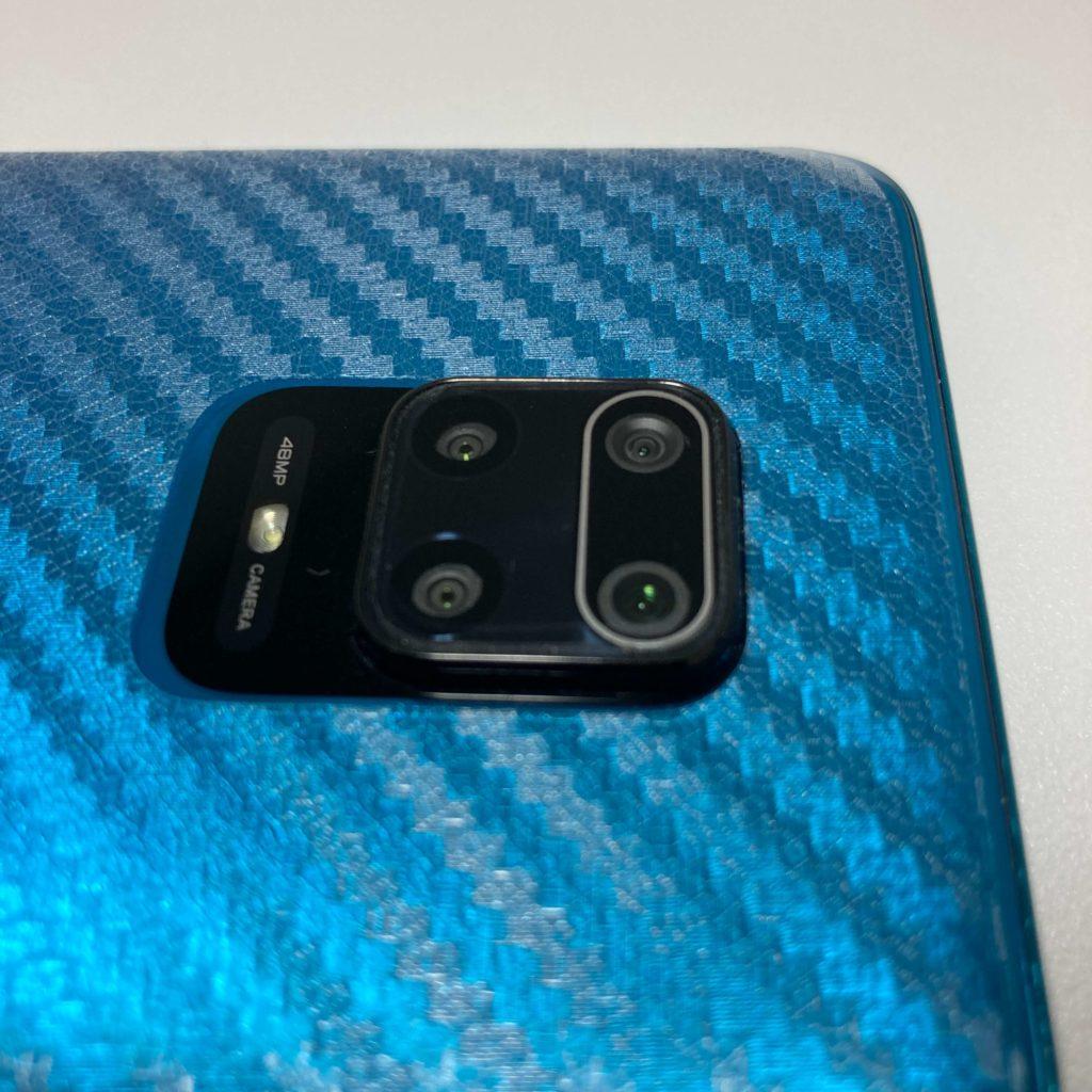 カメラ保護フィルムを装着したRedmi Note 9S