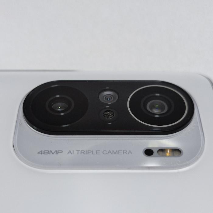 POCO F3のカメラユニット