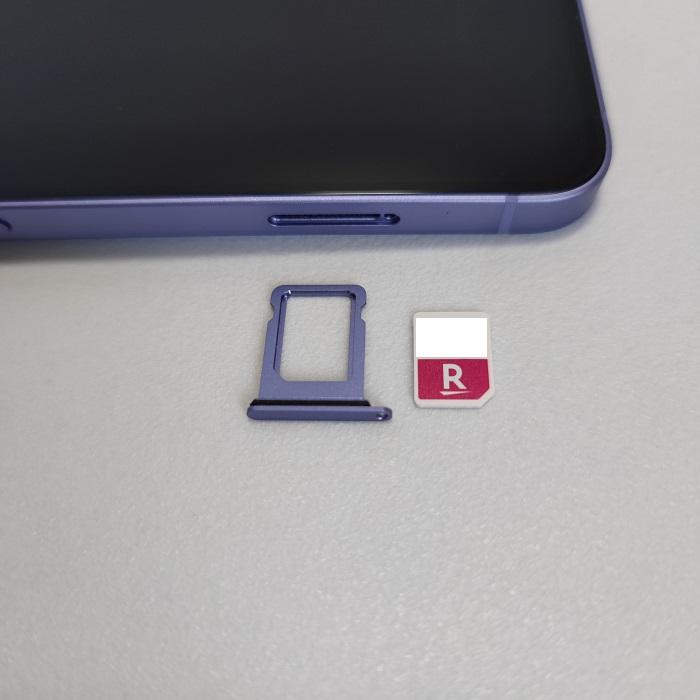 iPhoneに楽天モバイルのSIMカードをセット