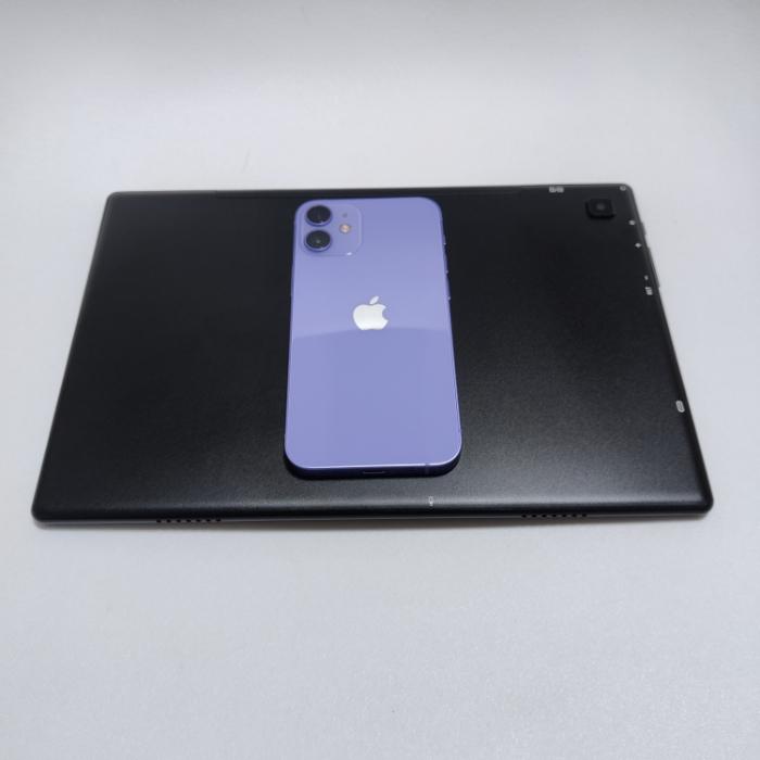 Teclast M40とiPhone 12 mini