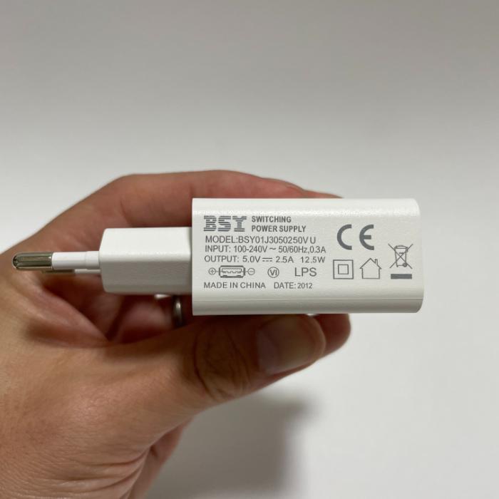 Teclast M40の充電器