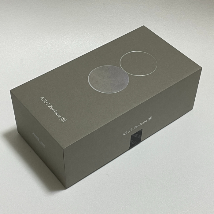 Zenfone 8の外箱